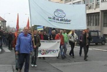 """Radnici """"14.oktobra"""" i dalje u štrajku"""