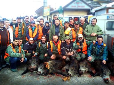 Lovcima se posrećilo – krdo od 20 divljih svinja