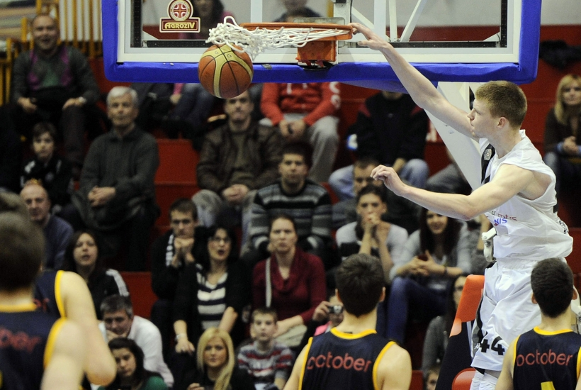 Košarkaši Mega Vizure u mengelama Partizana