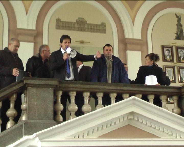 "Protest radnika IMK ""14. oktobar"" preknuo zasedanje Skupštine grada Kruševca"