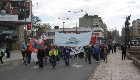 "Protestna šetnja radnika ""14. oktobra"", Fabrike ulja, ""Zvezde"", Savremenog doma i FAM-a (VIDEO)"