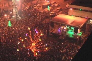 Kruševljani Novu dočekali na Trgu (FOTO i VIDEO)