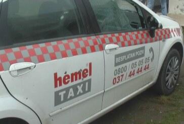 """Pucao na parkirana vozila """"Hemel"""" taksija (VIDEO)"""