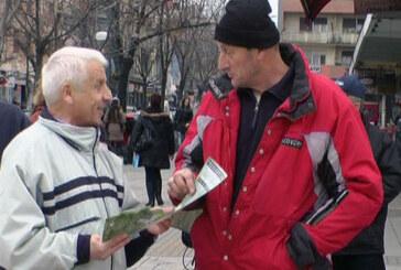 Povučen nacrt izmena Zakona o radu, sindikalci delili materijal (VIDEO)