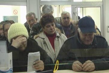 Za klijente UBB banke isplata počela danas, velike gužve na šalterima (VIDEO)