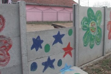 """Saniran nedavno oštećeni deo ograde na vrtiću """"Naša radost"""" (VIDEO)"""