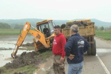 Konjušani samoorganizovano protiv poplave (VIDEO)