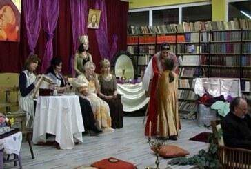 """Predstava nastavnika """"Jovan Popovića"""" u Kruševačkom pozorištu (VIDEO)"""