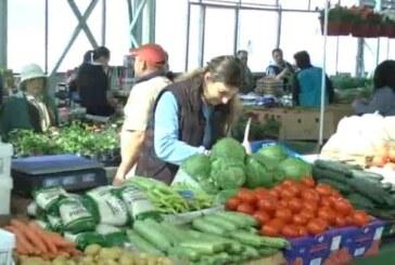 Kruševačka pijaca: Prodavci nezadovoljni prodajom, a kupci cenama (VIDEO)