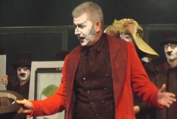 U Kruševcu premijerno izvedena predstava Doktor Nušić (VIDEO)