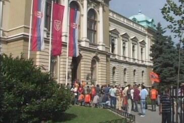 """Gradonačelnik primio delegaciju Sindikata, radnici """"14. oktobra"""" i dalje protestuju"""