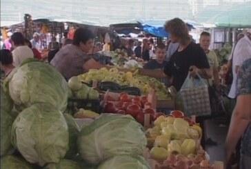 Cene poljoprivrednih proizvoda na pijacama više i po nekoliko puta (VIDEO)