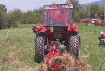 "Održano takmičenje traktorista ""Prva brazda"" u Novom Selu (VIDEO)"