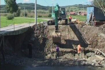 Radovi na mostu na Ribarskoj reci planiranim tokom (VIDEO)