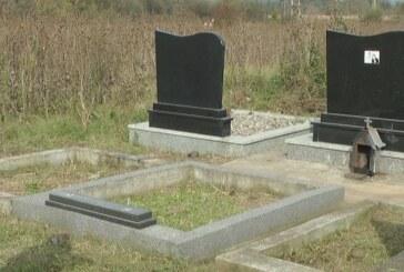 Ukraden porodični spomenik na groblju u Bivolju (VIDEO)