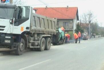 U Parunovcu radovi na asfaltiranju trotoara (VIDEO)