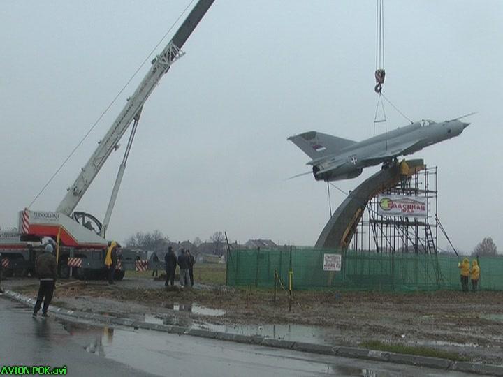 Na Aerodromu u Kruševcu postavljena maketa aviona MIG 21