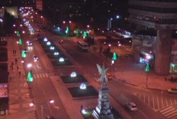 Počelo postavljanje novogodišnje rasvete u Kruševcu (VIDEO)
