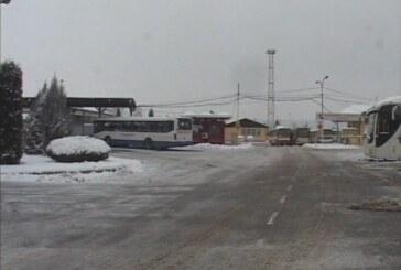 Ekipe Javnog komunalnog raščišćavaju sneg u širem gradskom jezgru,saobraćaj otežan