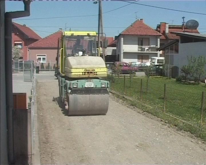 Radovi na asfaltiranju ulica u Lazarici planiranom dinamikom