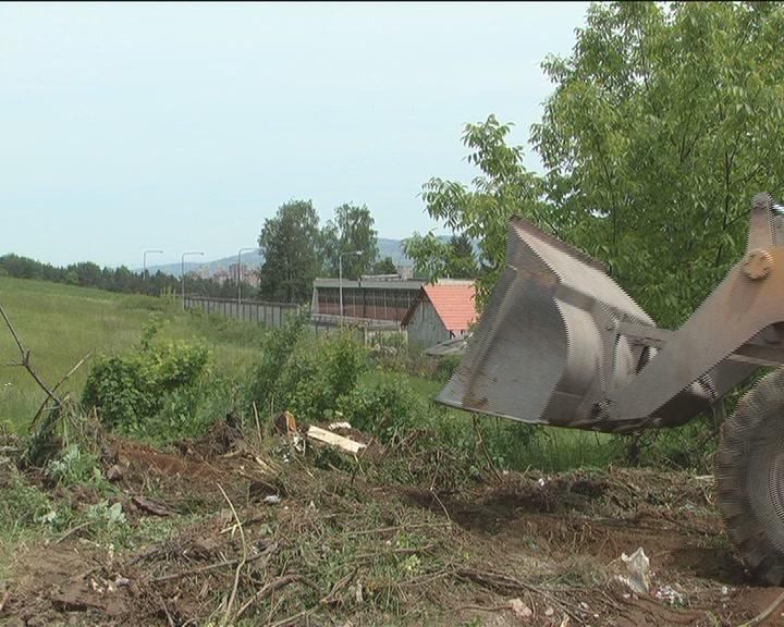 VPD: Sa divlje deponije odvezeno više od pedeset kamiona otpada