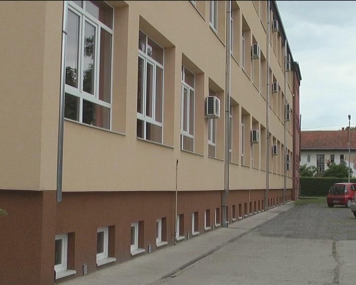 """Završni radovi na fasadi Osnovne škole """"Nada Popović"""" u Kruševcu"""