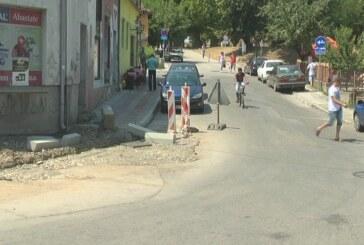 Nastavljeni radovi na uređenju i popločavanju trotoara na Trgu despota Stefana