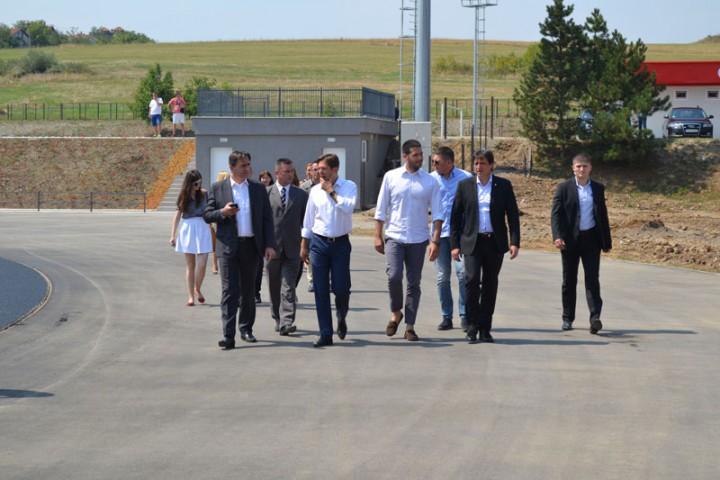 Ministri Gašić i Udovičić i predsednik ASS Jevrosimović obišli početak radova na atletskoj stazi