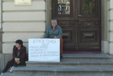 Štrajkuju gladju ispred zgrade kruševačke Gradske uprave