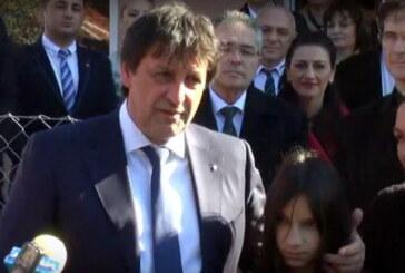 Bratislav Gašić uručio ključeve za novoizgrađenu kuću porodici Dogandžić-Kosić