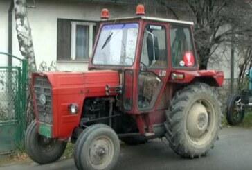 Tribina i akcija dodele svetleće saobraćajne signalizacije vlasnicima traktora u Parunovcu