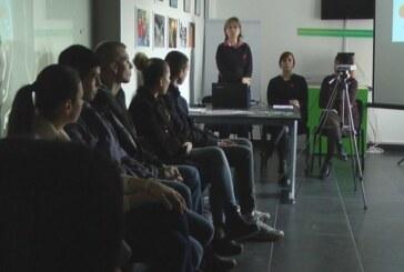 Uz Svetski dan borbe protiv side: Predavanje o prevenciji zdravlja kod mladih i akcija volontera Crvenog krsta
