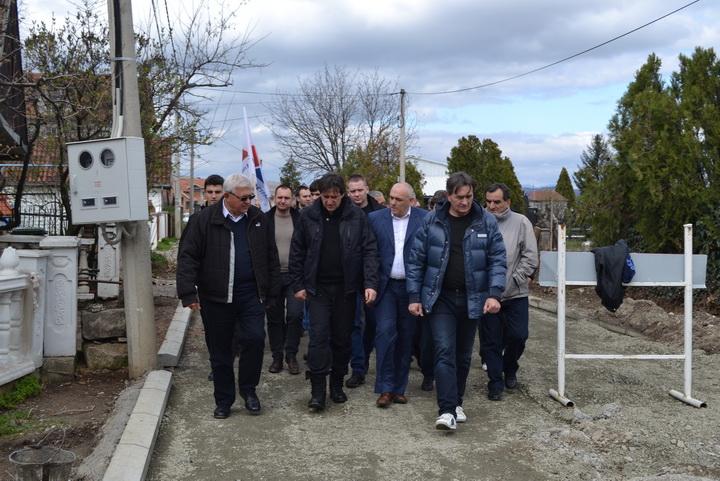 Gradonačelnik Nestorović sa saradnicima obišao infrastrukturne radove u mesnim zajednicama