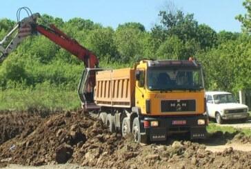Obilazak radova na izgradnji terena za male sportove u Šumicama