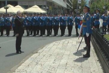 Predsednik Nikolić položio cveće kod Spomenika kosovskim junacima u Kruševcu