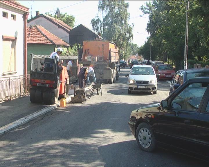 U Balšićevoj postavljen asfalt, rade se trotoari