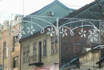 Počeleo postavljanje nove dekorativne rasvete za Novogodišnje praznike na više lokacija u Kruševcu