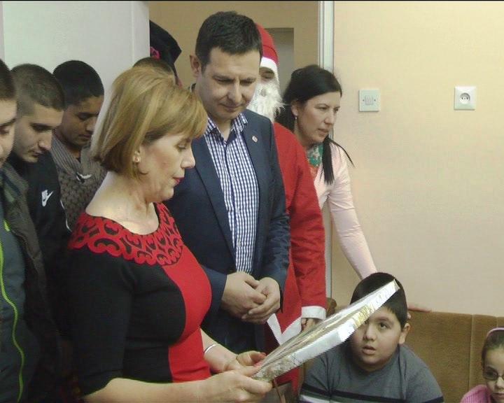 Štićenici VP doma uručili paketiće najmlađim članovima Saveza slepih i slabovidih osoba Kruševca