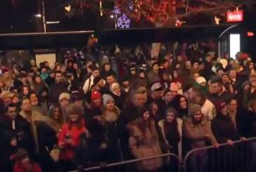 Kruševljani dočekali Novu 2017. na Trgu uz muziku i vatromet (VIDEO, FOTO)