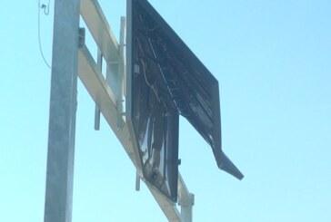 Oštećen displej na Parunovačkom mostu