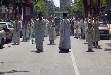 Na praznik Svete Trojice, gradska litija od Crkve Svetog Đorđa do Spomenika kosovskim junacima