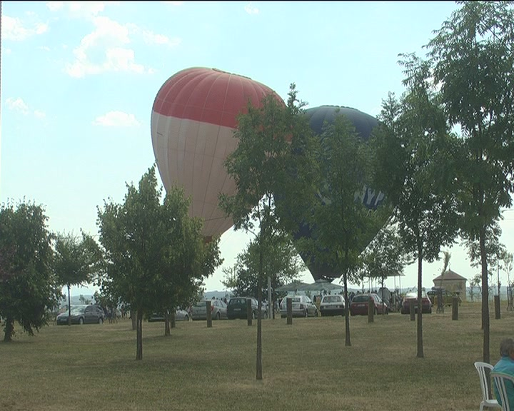 Reportaža o Drugom Međunarodnom festivalu balona na Televiziji Kruševac