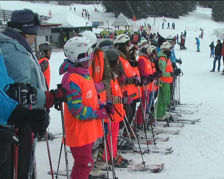 """Učenici OŠ """"Dositej Obradović"""" na jednodnevnoj školi skijanja na Kopaoniku"""