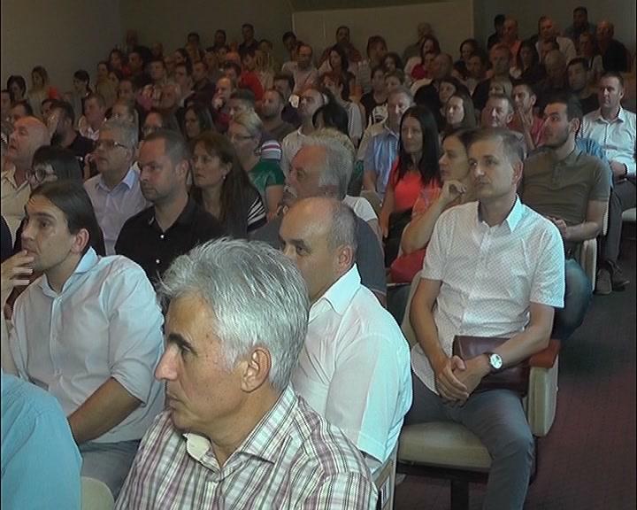 Predsednik Izvršnog odbora Srpske napredne stranke Darko Glišić održao sastanak sa Gradskim odborom SNS-a Kruševac