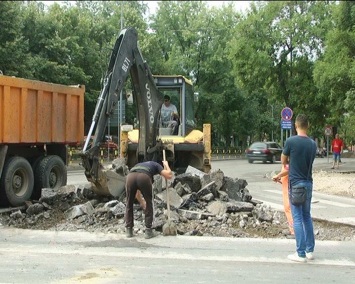 U toku radovi na izgradnji kružnog toka na raskrsnici Balkanske i Dušanove