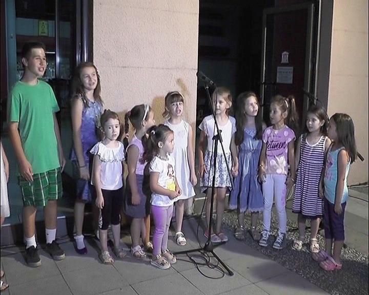 Karaoke okršaj tradicionalno tokom letnjeg raspusta