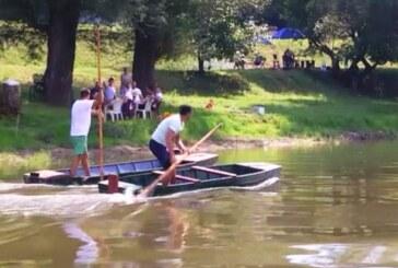 TRSTENIK NA MORAVI: Pobednik trke čamaca sa motkom Aleksandar Marković iz Grabovca