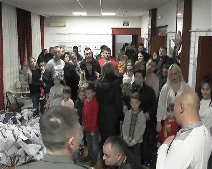 Novogodišnji paketići deci Sindikata Nezavisnost – Odbora koji okuplja pripadnike Vojske Srbije u Kruševcu