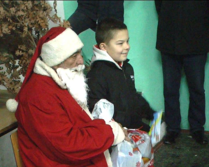 U Čitluku Božić Bata podelio oko 150 paketića mališanima