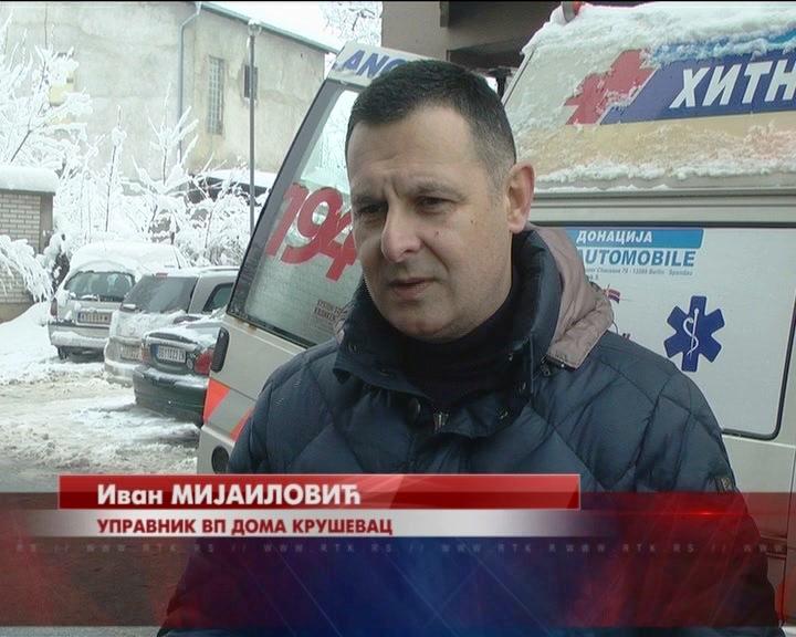 Štićenici Vaspitno popravnog doma Kruševac pomažu u čišćenju snega
